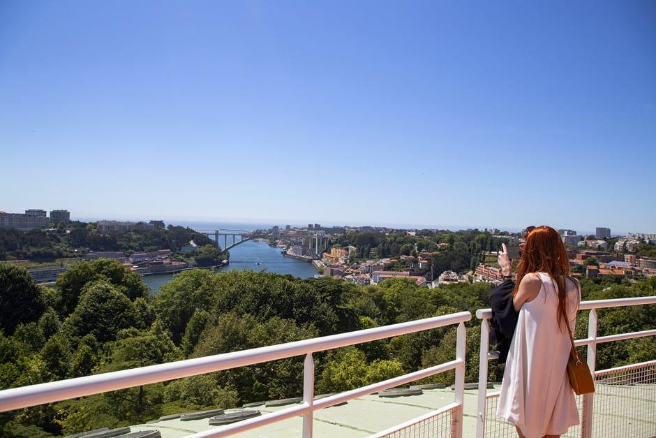 mirador Porto 360, el lugar perfecto para disfrutar las vistas panorámicas ante el río Douro