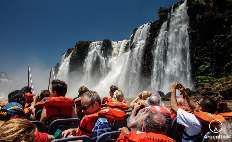 Que Hacer Y Dónde Hospedarse En Iguazú: Excursión En Bote