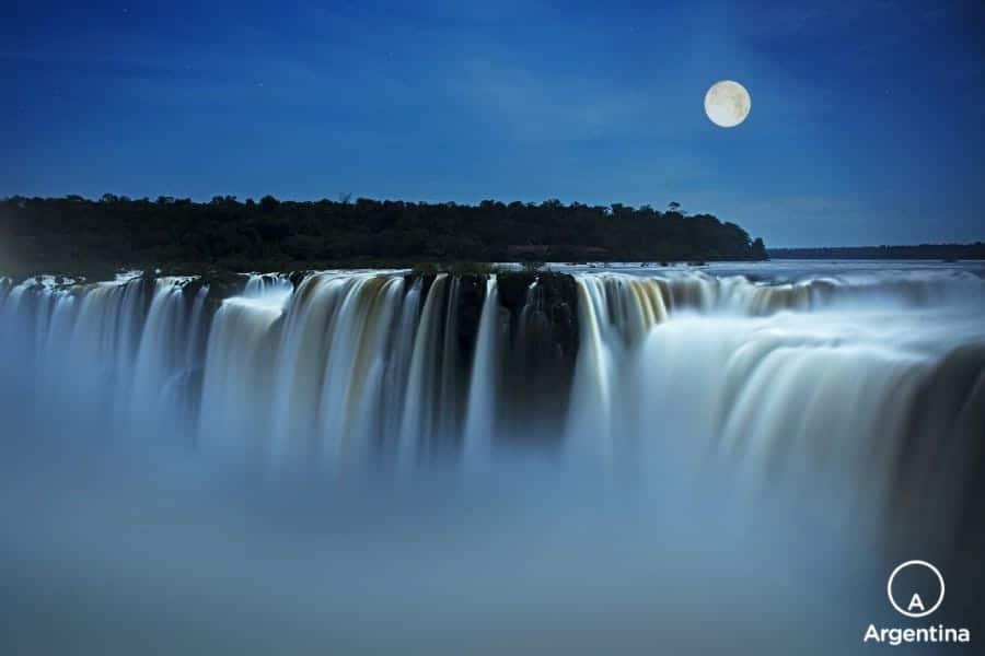 Que Hacer Y Dónde Hospedarse En Iguazú: Cataratas De Noche