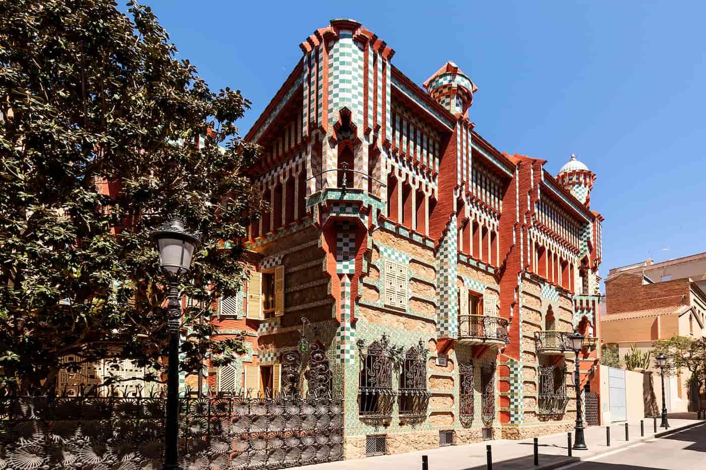 Airbnb ofrece la posibilidad de pasar una noche en la Casa Vicens, la primera casa diseñada por Gaudí, por 1 euro