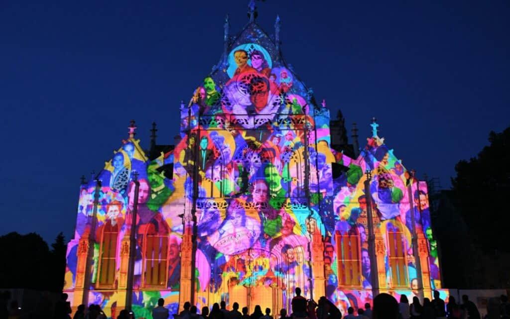 Couleurs D'Amour En Bourg-En-Bresse: Esta Ciudad Celebra El Verano Con El Espectáculo De Luces Más Atractivo De Todo Francia