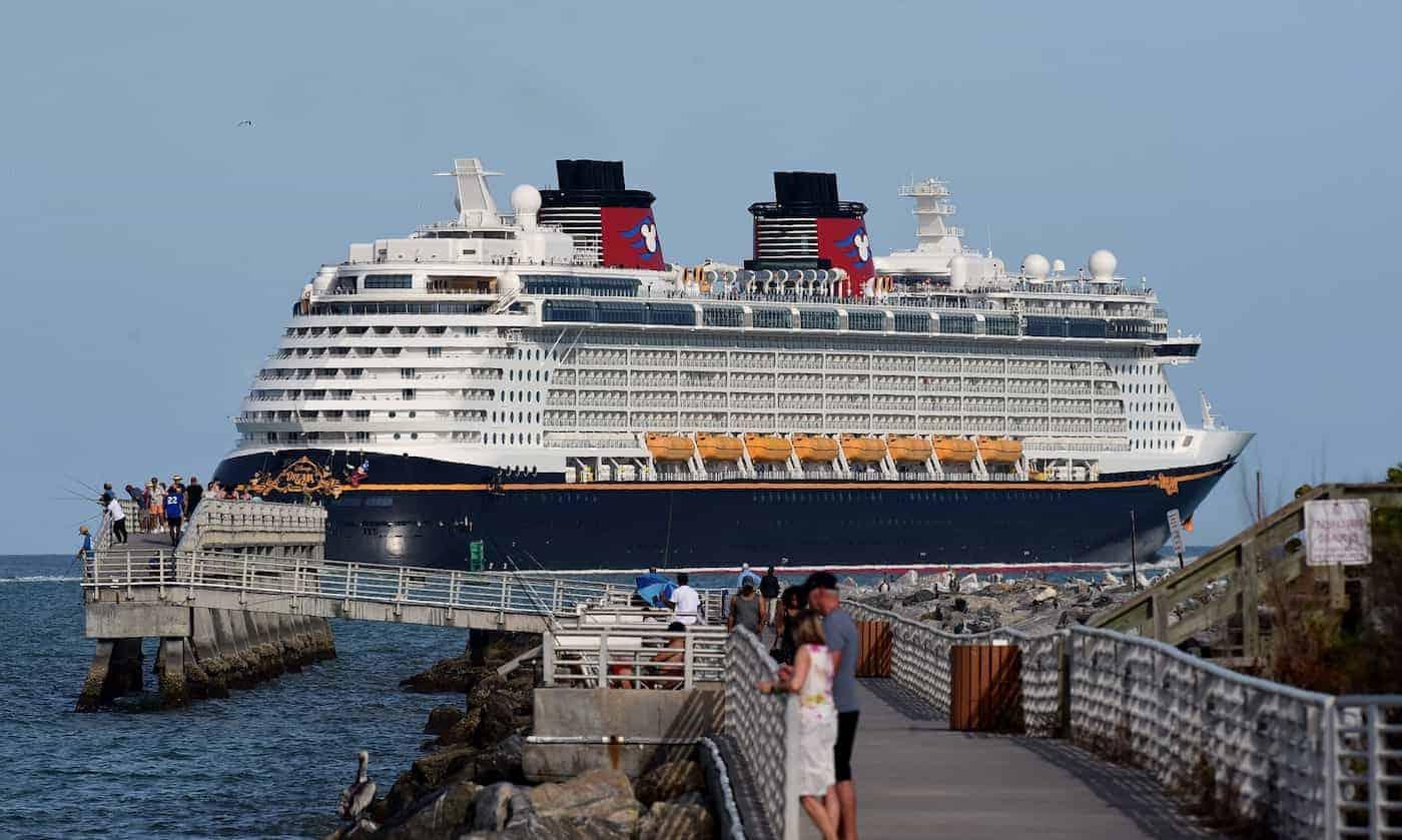 La línea de cruceros de Disney pospone las pruebas de navegación por casos de COVID-19 considerados positivos