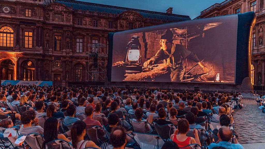 Vuelve El Cine Al Aire Libre En El Museo Del Louvre De París Con Una Programación Gratuita Durante El Verano