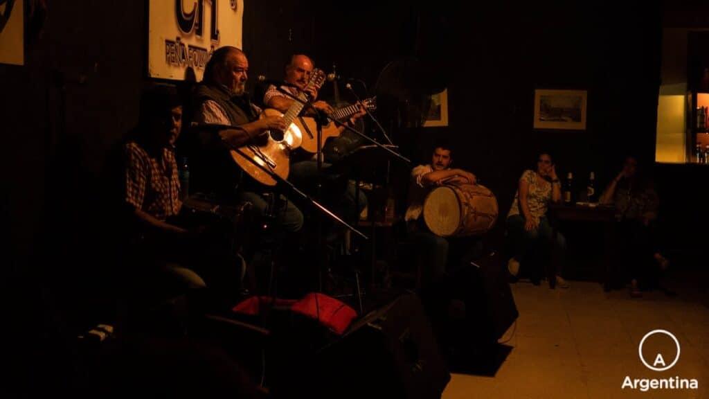 Recital De Folklore En Un Bar