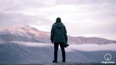 fotografo mirando al horizonte