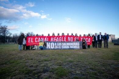 tierra-del-fuego-prohibe-salmonicultura-argentina-ejemplo