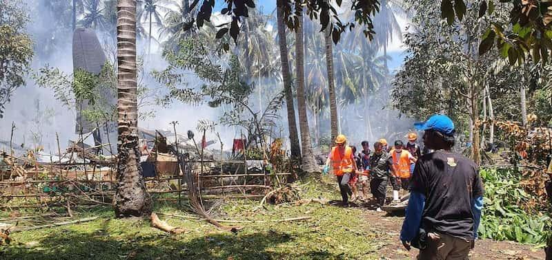 Avión Militar Se Estrelló En Filipinas, El Equipo De Rescate Se Encuentra Trabajando