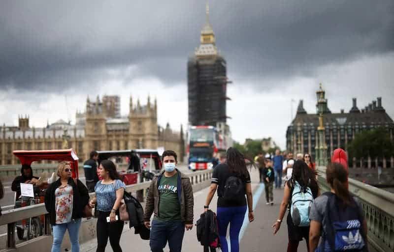 Personas Caminando Por Inglaterra