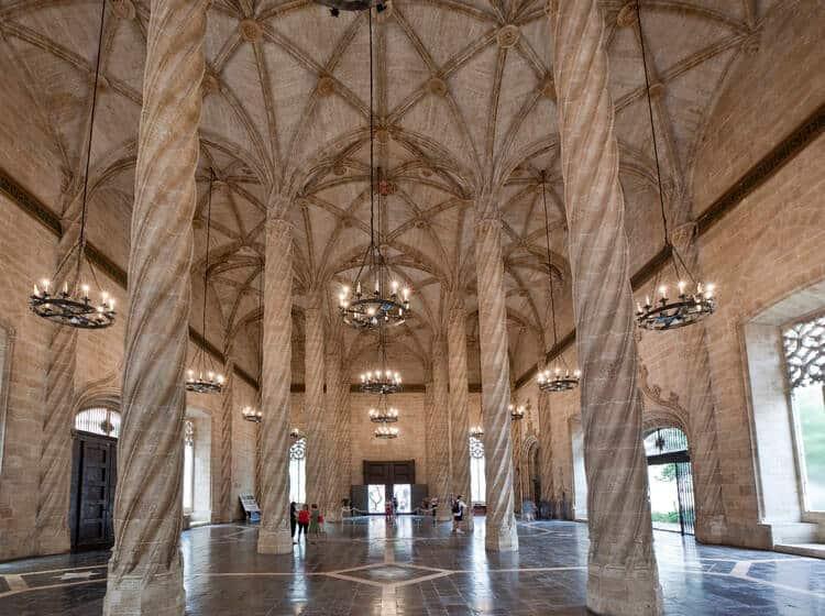 Lugares De Valencia Que No Te Puedes Perder: Lonja De La Seda