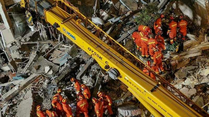 Un Hotel Colapsó En China Y Los Equipos De Rescatistas Buscan A Las Personas Desaparecidas