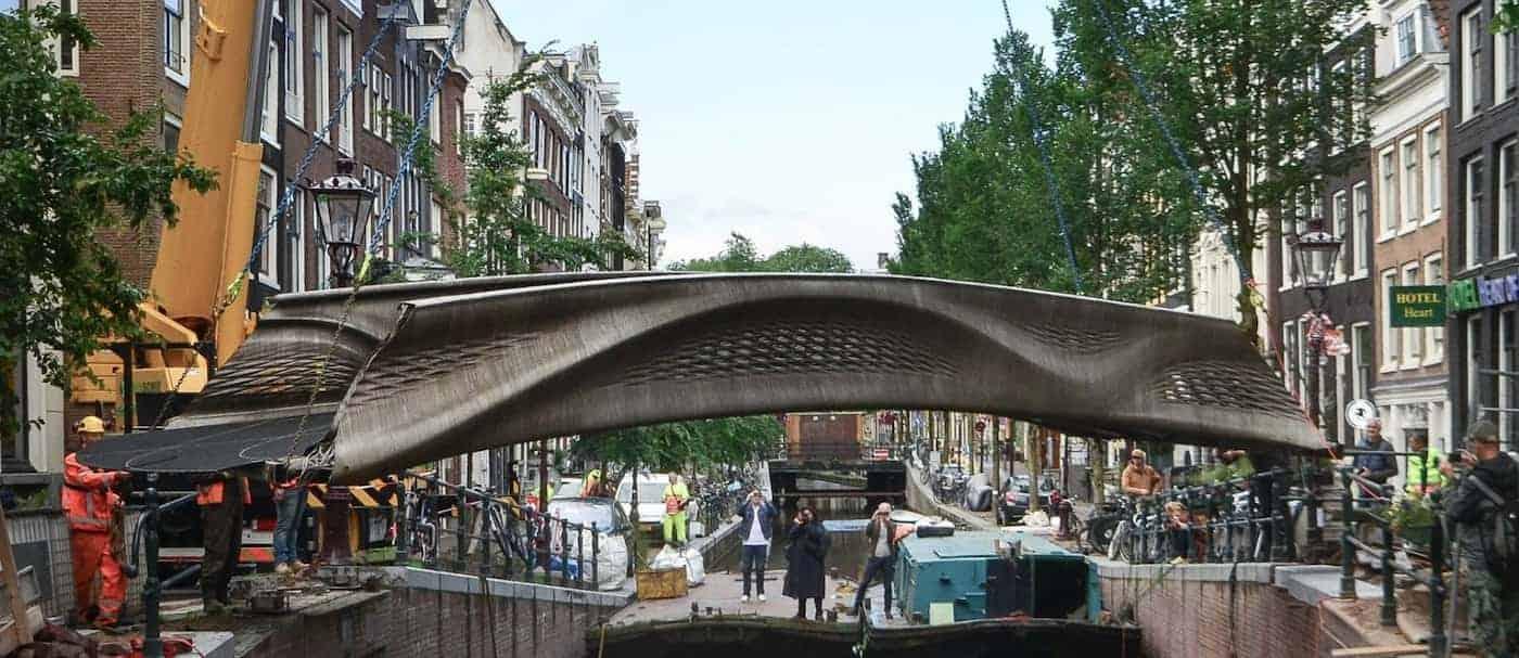 Ámsterdam es la primera ciudad del mundo en contar con un puente de acero impreso en 3D