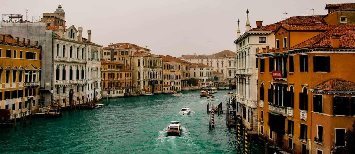 Ahora sí: Italia prohíbe el paso de los grandes cruceros por la laguna de Venecia para su preservación