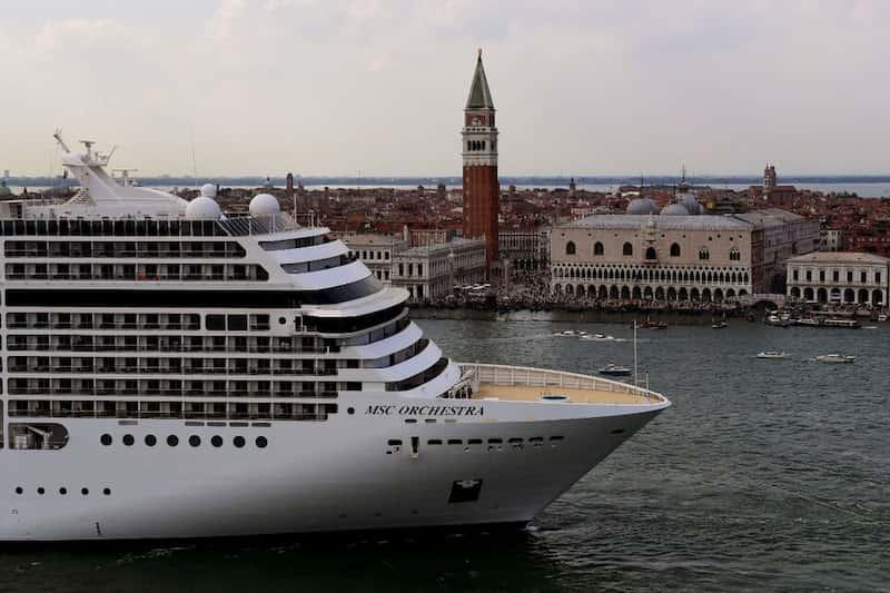 Crucero En La Laguna De Venecia