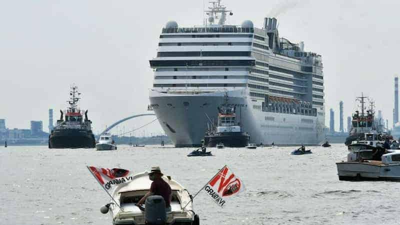 Italia Prohíbe El El Paso De Grandes Cruceros Por La Laguna De Venecia De Forma Oficial