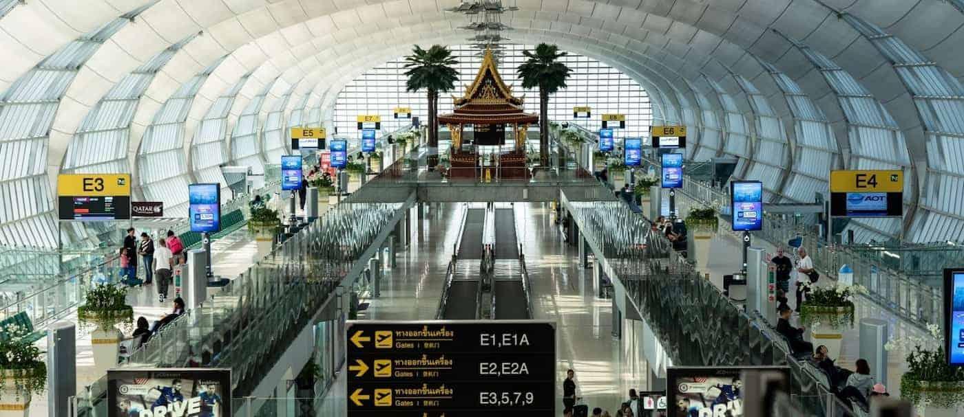 Tailandia toma nuevas medidas y limita los vuelos domésticos frente a un aumento en los casos de COVID-19