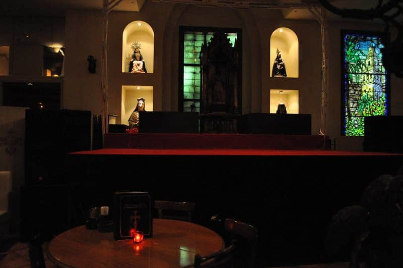 Christon Café, Para Cenar Dentro De Una Catedral Gótica