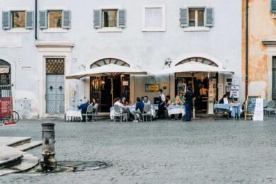 Italia pedirá pase sanitario de COVID-19 para ingresar a cines y restaurantes