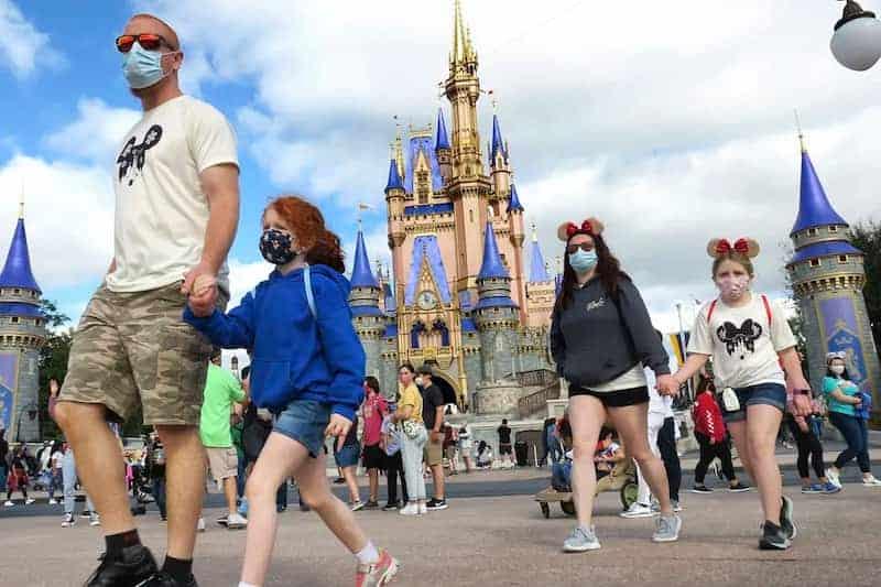El Uso De Mascarillas Vuelve A Ser Obligatorio En Espacios Cerrados De Disney