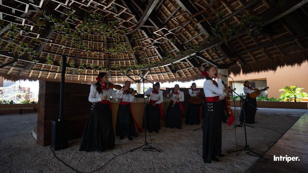 Las Mariachis De Xcaret Tocando En Vivo Para Alegrar La Tarde