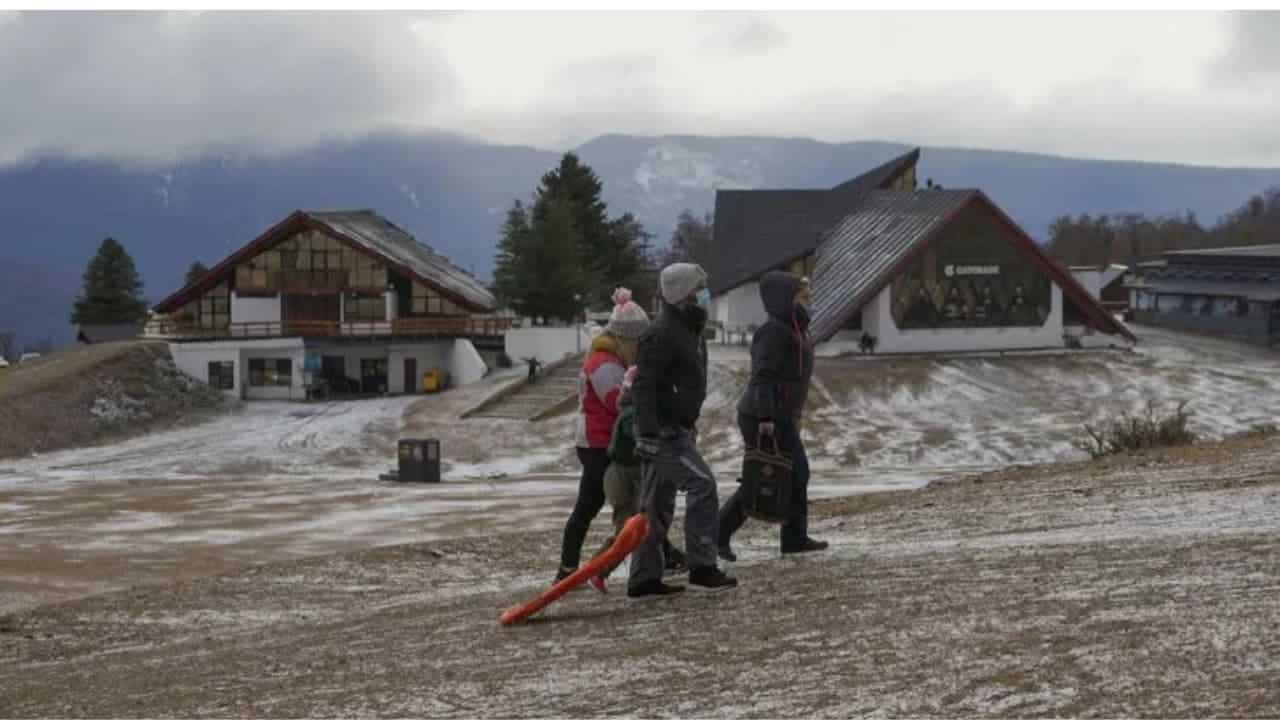 Argentina Indignación y burlas en Tik Tok ante la falta de nieve en los centros de esquí de la Patagonia