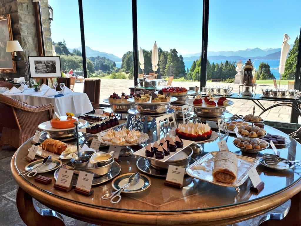 10 Cosas Que Hacer En Bariloche Sin Nieve: Merienda En El Hotel Llao Llao
