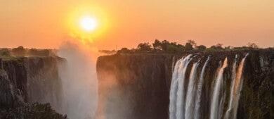 Turistas vacunados contra el COVID-19 ya pueden visitar nuevamente las Cataratas Victoria, en Zimbabue