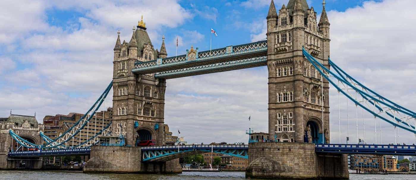 El Puente de la Torre, en Londres, se trabó por 12 horas e internet bromeó culpando a un Youtuber