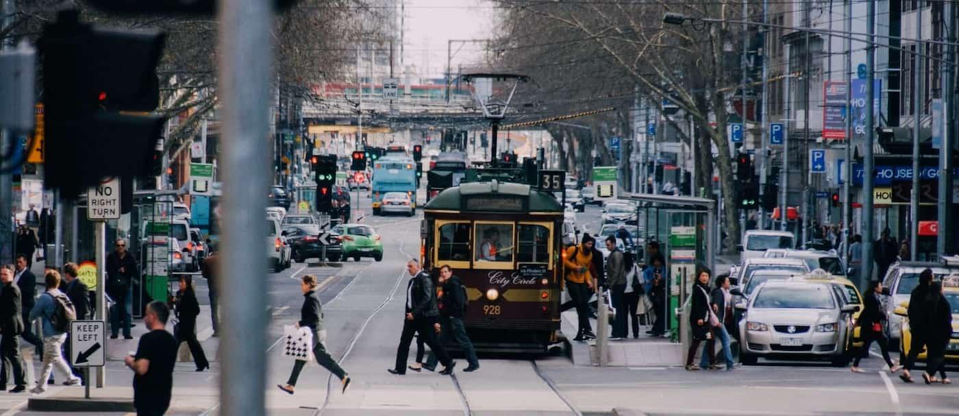 En Melbourne no se podrán quitar la mascarilla para beber alcohol e implementan el toque de queda