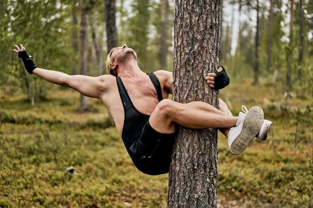 abrazando árboles