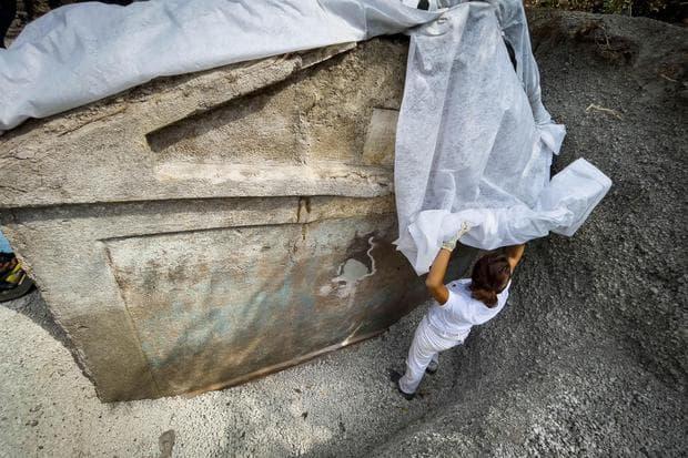 Tumba Encontrada Con Cuerpo Momificado En Pompeya