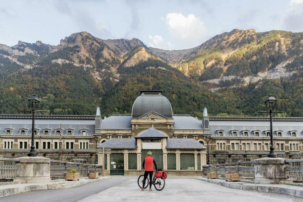 La Estación Internacional De Ferrocarril De Canfranc Se Convertirá En Un Hotel De Cinco Estrellas