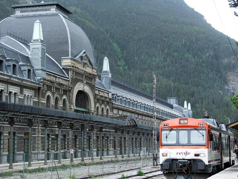 Estación Internacional De Ferrocarril De Canfranc