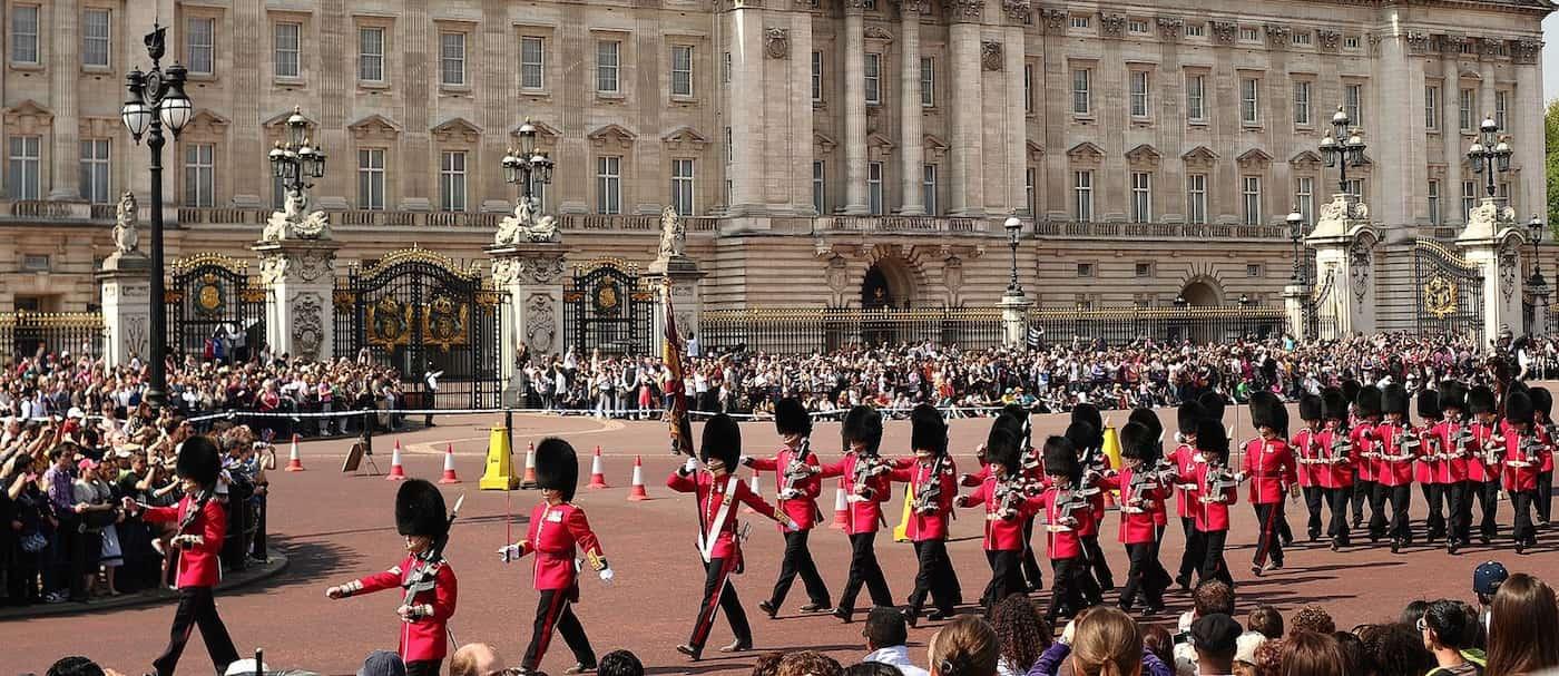 Vuelve el cambio de guardia al Palacio de Buckingham luego de más de 1 año