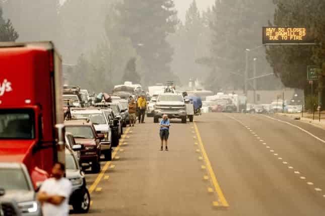 Violinista Tocó Para Personas Atascadas En Los Incendios Mientras Evacuaban