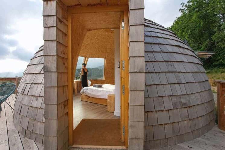 Irati Barnean: Descubre Este Alojamiento Con Forma De Iglús Panorámicos Para Dormir En Pleno Corazón De La Selva De Irati