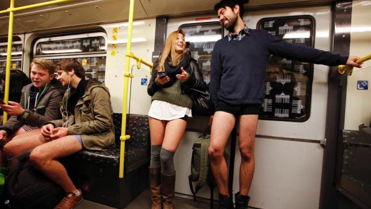 Paseo-en-subte-sin-pantalones-tradición-nueva-york (1)