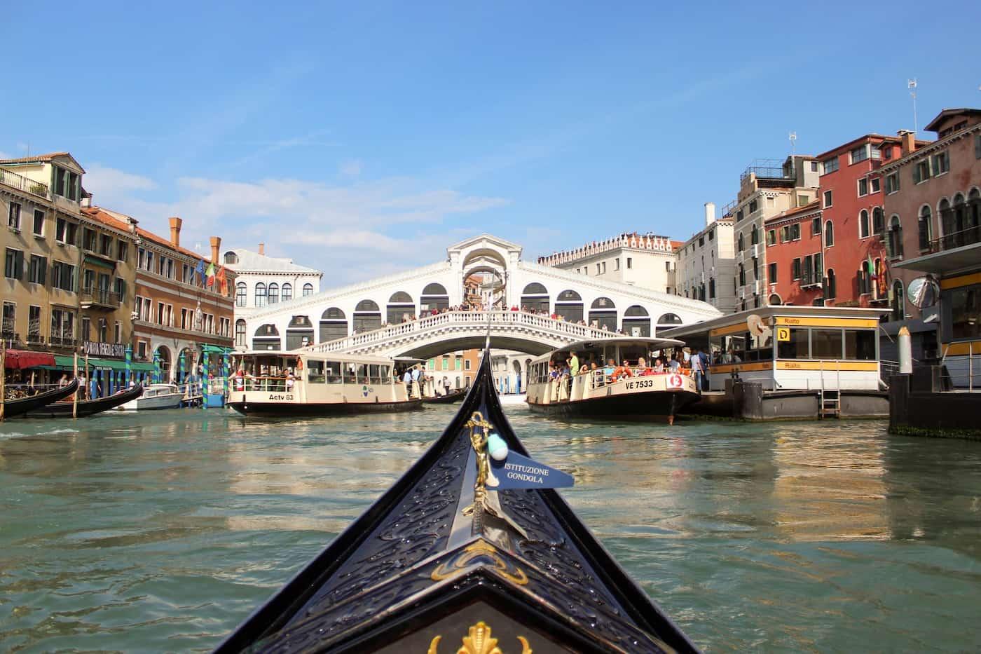 Venecia utilizará cámaras de seguridad y rastreo de celulares para controlar el ingreso de turistas