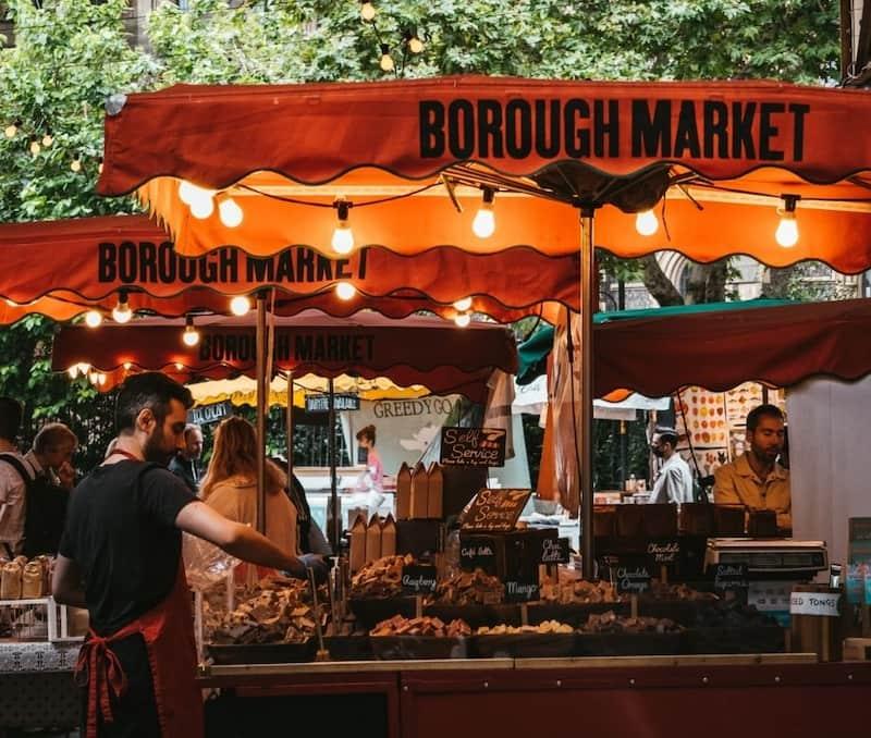 Persona Atendiendo Un Puesto En Borough Market, Londres