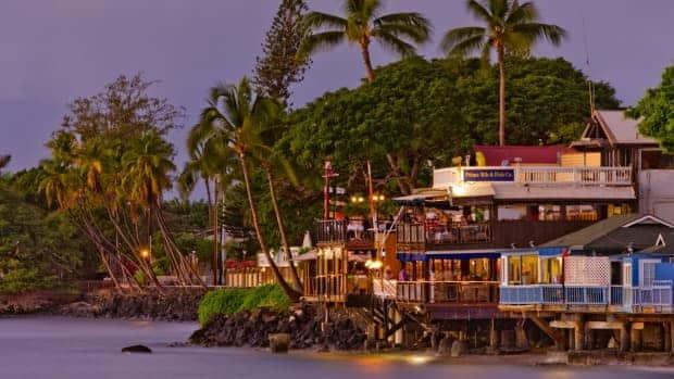 Personas Que Vayan A Bares Cerrados De Maui Tendrán Que Presentar Comprobante De Vacunación