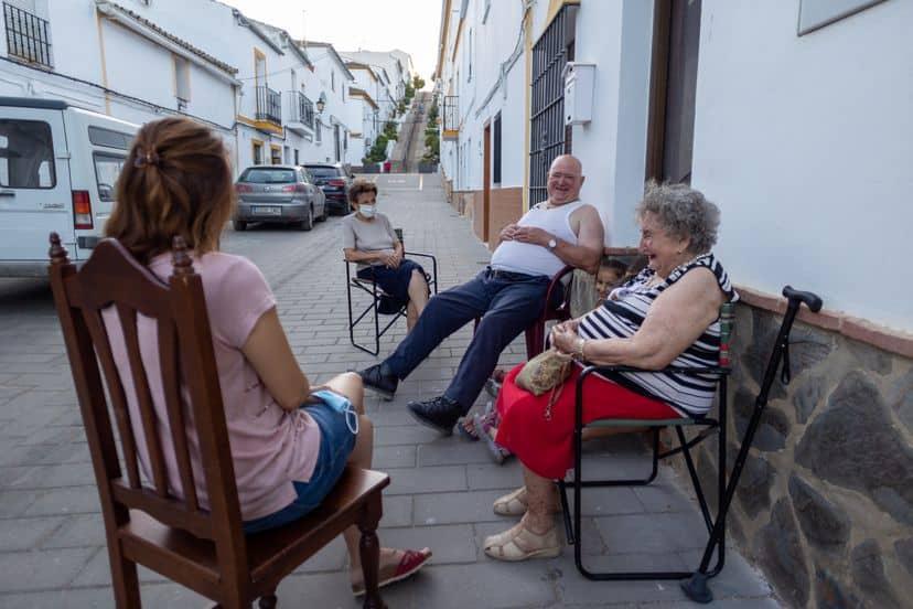 Un Pueblo De Cádiz Busca Que Las Charlas A La Fresca Sean Declaradas Patrimonio Inmaterial De La Humanidad Por La Unesco