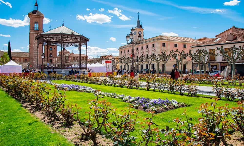 Tren de Cervantes La mejor forma de conocer Alcalá de Henares, la ciudad natal del emblemático autor
