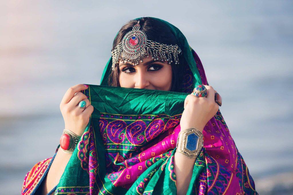 Mujeres Afganas Se Rebelan Contra El Código De Vestimenta De Los Talibanes Y Comparten Fotos De Atuendos Tradicionales