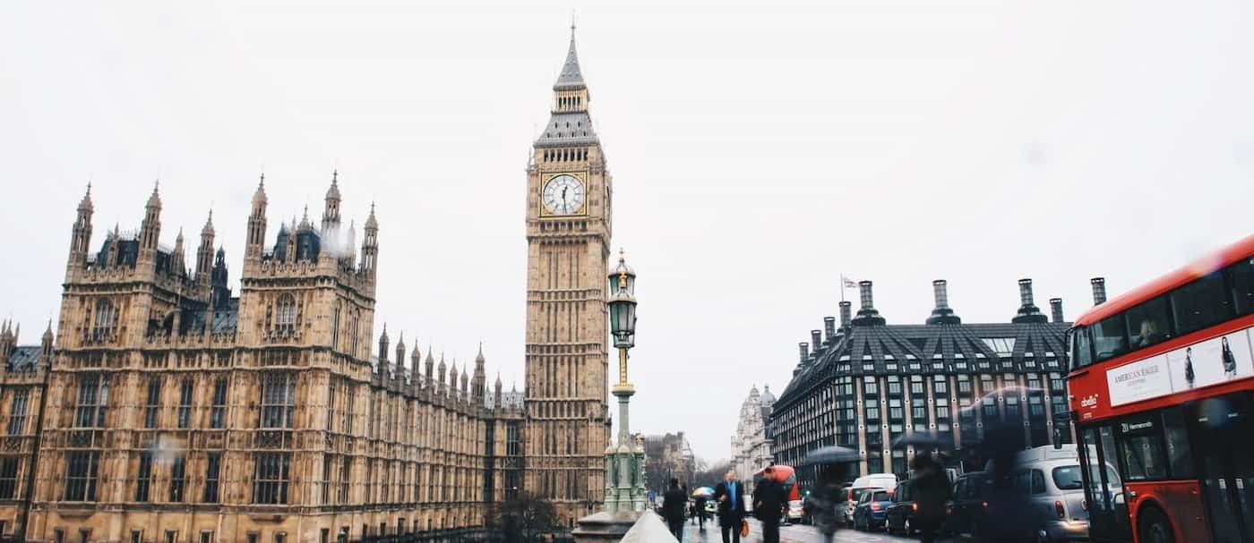 Inglaterra eliminará la prueba de COVID-19 antes de viajar para personas vacunadas