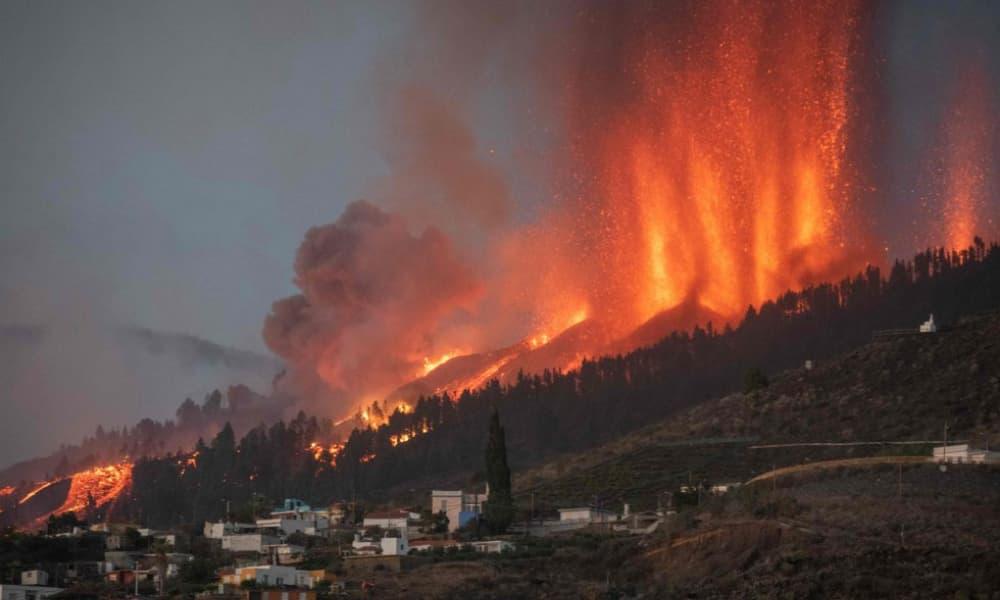 GALERÍA-Impactante-registro-de-la-erupción-del-volcán-en-La-Palma-1