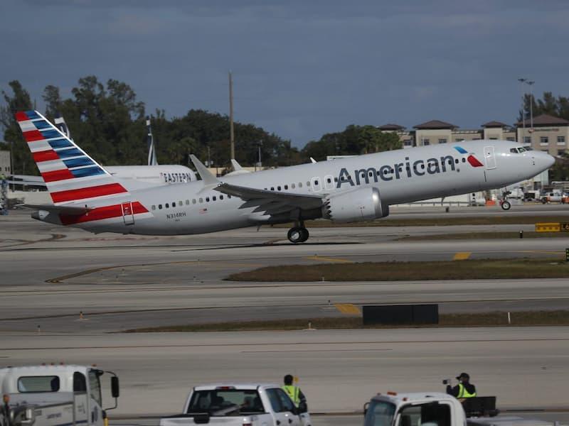 Avión De American Airlines - Pasajero Abrió Puerta De Emergencia