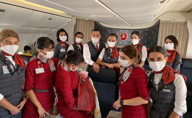 Mujer Dio A Luz En Un Vuelo De Turkish Airlines Que Iba De Estambul A Chicago