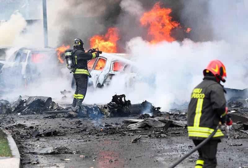 Bomberos Trabajando Para Apagar El Incendio