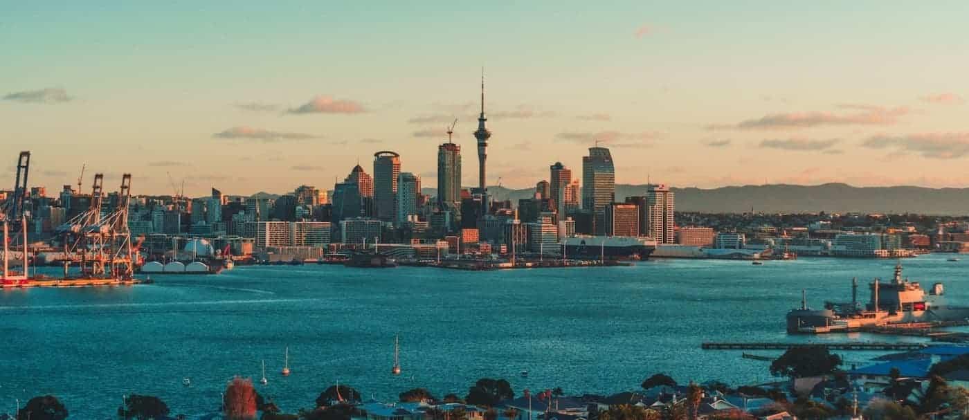 Quienes quieran viajar a Nueva Zelanda tendrán que estar completamente vacunados contra el COVID-19
